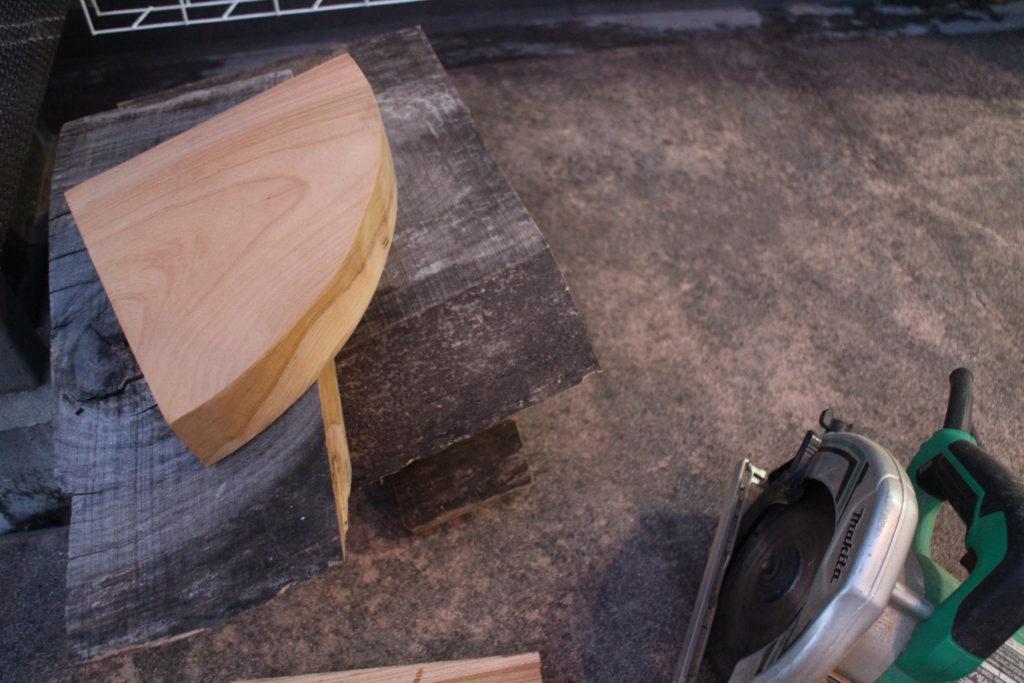寝室の改修 ヘッドボード兼絵本置き場とコーナー棚設置しました